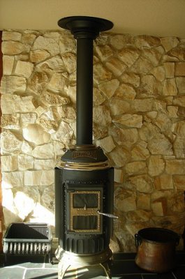 pot belly stove to heat house